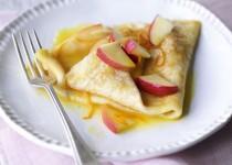 Cách làm món bánh crepe nhân táo đơn giản mà ngon