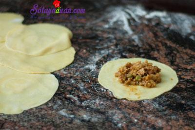 Cách làm bánh gối cà ri gà thơm ngon khó cưỡng 9