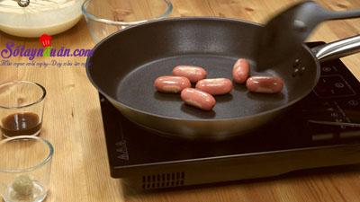 Cách làm pancake cuộn xúc xích bò băm kiểu Thái cực ngon 3