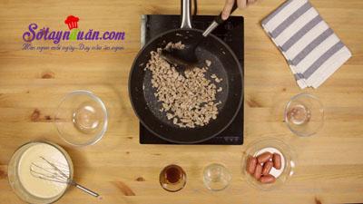 Cách làm pancake cuộn xúc xích bò băm kiểu Thái cực ngon 4