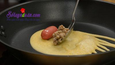 Cách làm pancake cuộn xúc xích bò băm kiểu Thái cực ngon 7