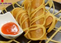 Cách làm pancake cuộn xúc xích bò băm kiểu Thái cực ngon
