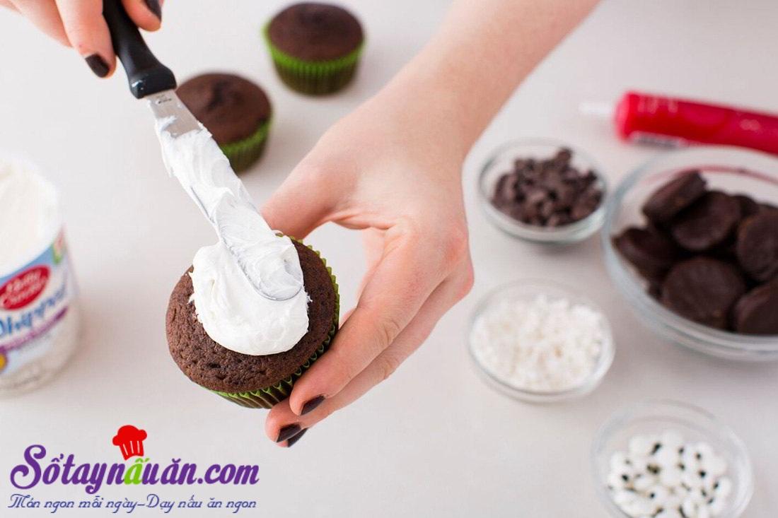 Cách làm pudding nghĩa địa rùng rợn cho tiệc Halloween
