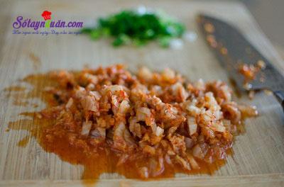 Hướng dẫn làm cơm nắm kim chi cá ngừ ngon tuyệt vời 3