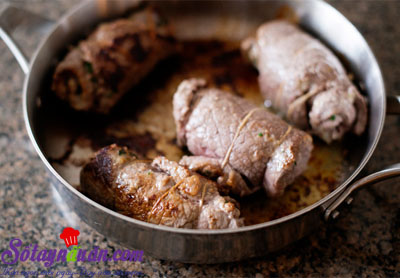 Thịt bò cuộn braciole ăn với pasta kiểu Ý  5