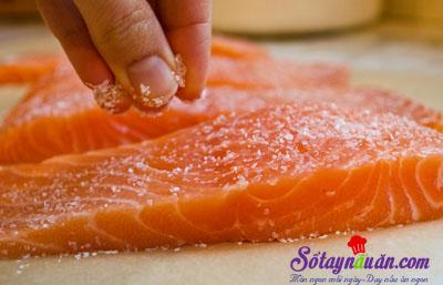 Cách làm cá hồi rán kèm xốt xì dầu ngon mê mẩn 3