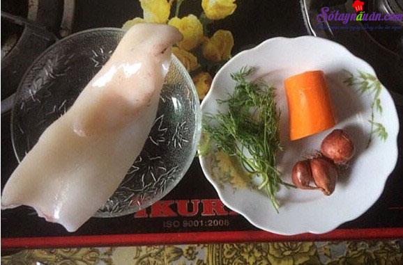 hướng dẫn nấu cháo mực cà rốt 1