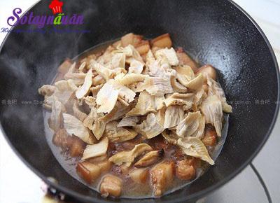 Hướng dẫn làm thịt kho măng tre cực ngon cực dễ 6