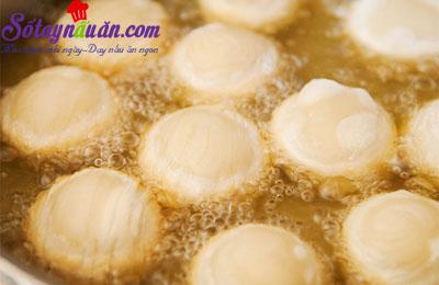 Cách làm bánh bao chiên nhân lạp xưởng ngon tuyệt hảo 10
