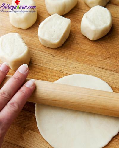 Cách làm bánh bao chiên nhân lạp xưởng ngon tuyệt hảo 6