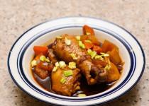 nấu ăn gia đình: Cách làm đùi gà om cay xứ Hàn siêu ngon