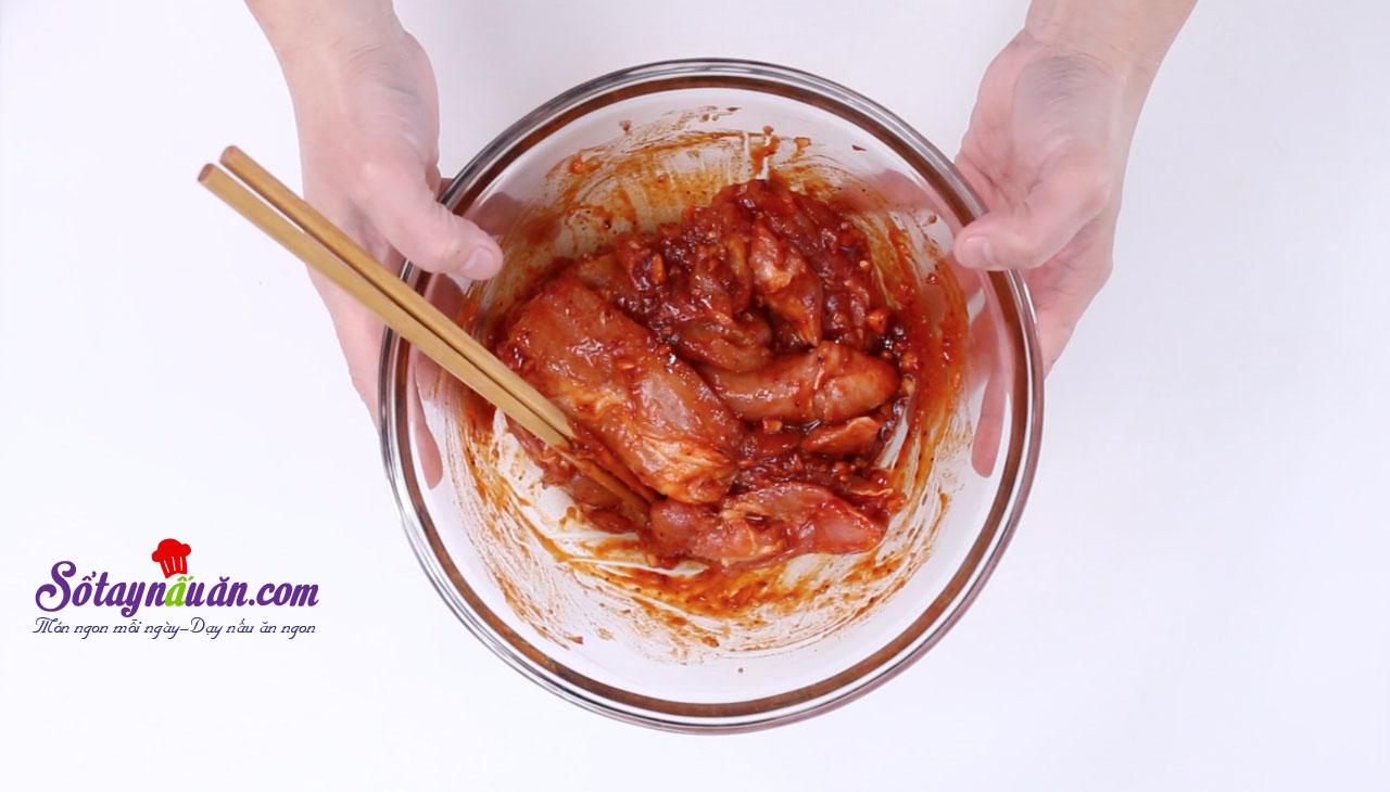 Bí quyết rán gà không hề dính dầu ăn 4