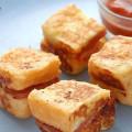 bánh quy bọc xúc xích, cách làm bánh phô mai xúc xích chiên 5