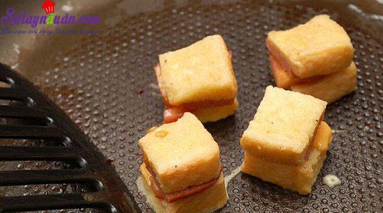 cách làm bánh phô mai xúc xích chiên 4