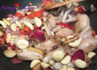 Cách làm ếch xào ớt đậm đà ngon cơm 6