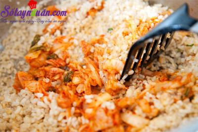 Cách làm cơm chiên kimchi cay mà tuyệt ngon 4