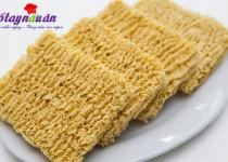 Mẹo hay ăn mì tôm không lo mọc mụn, độc hại tới cơ thể