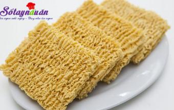 Món ăn vặt, Mẹo hay ăn mì tôm không lo mọc mụn, độc hại tới cơ thể 1