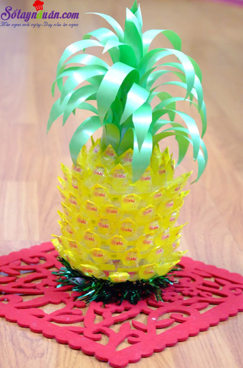 cách làm hoa sen, quả dứa bằng kẹo oishi 9