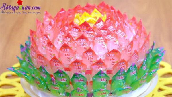 cách làm hoa sen, quả dứa bằng kẹo oishi 3