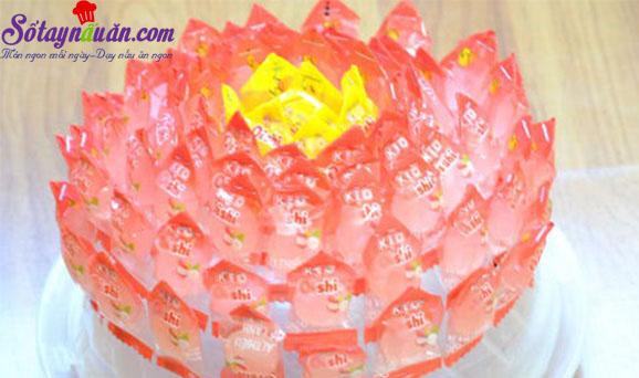cách làm hoa sen, quả dứa bằng kẹo oishi 4