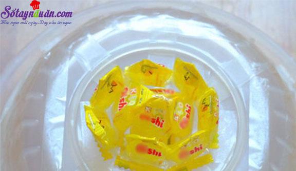 cách làm hoa sen, quả dứa bằng kẹo oishi 6