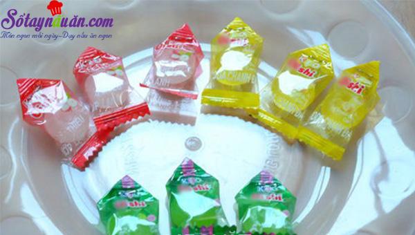 cách làm hoa sen, quả dứa bằng kẹo oishi 8