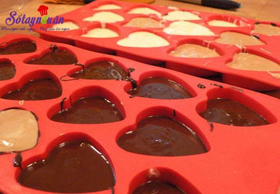 Cách làm socola trái tim cho valentine thêm ấm ấp 3