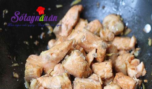 Cá hồi xào đậu nấm ngon mê mẩn đưa cơm 3