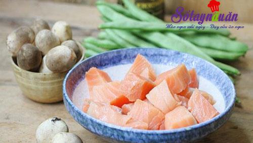 Cá hồi xào đậu nấm ngon mê mẩn đưa cơm