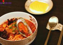 Hướng dẫn làm mỳ hải sản cay Hàn Quốc