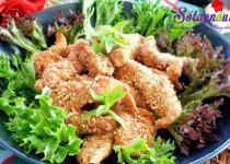 Thịt gà chiên cùng gạo rang giòn thơm khó cưỡng