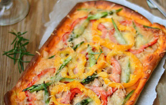 Làm đồ ăn sáng, cách làm pizza cá ngừ 6