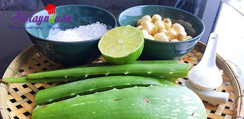 Hướng dẫn nấu chè nha đam hạt sen thơm mát ngày hè