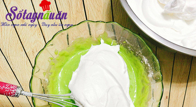 Cách làm bánh chiffon lá dứa thơm mềm xốp cực ngon 5