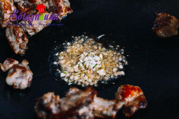 Cách làm cơm sườn nấm ngon đến ngất ngây 2