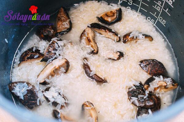 Cách làm cơm sườn nấm ngon đến ngất ngây 4