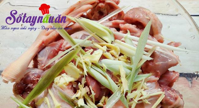 Học cách nấu vịt hầm với khoai môn và rau
