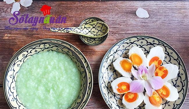 Cách nấu cháo từ trứng vịt muối với hương vị tuyệt vời
