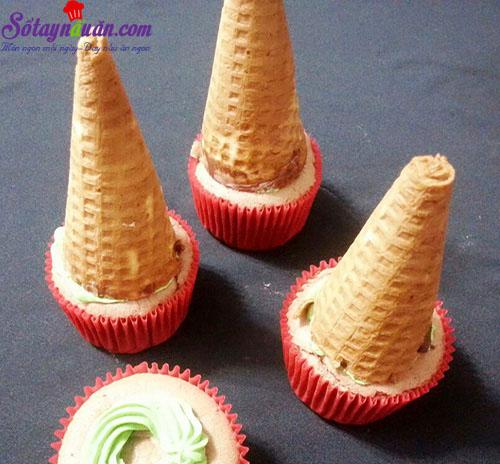 cách làm bánh cupcake cây thông noel 6