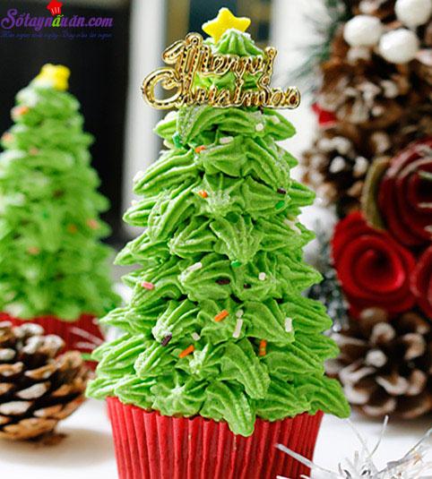 Cách làm cupcake cây thông Noel 8