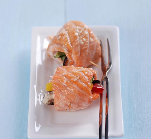 hướng dẫn cách nấu ăn ngon hàng ngày, Cá hồi cuộn rau nướng ngon ơi là ngon